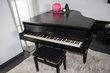 Piano à queue pleyel noir avec fauteuil