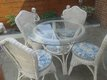 Table et chaises de jardin en osier