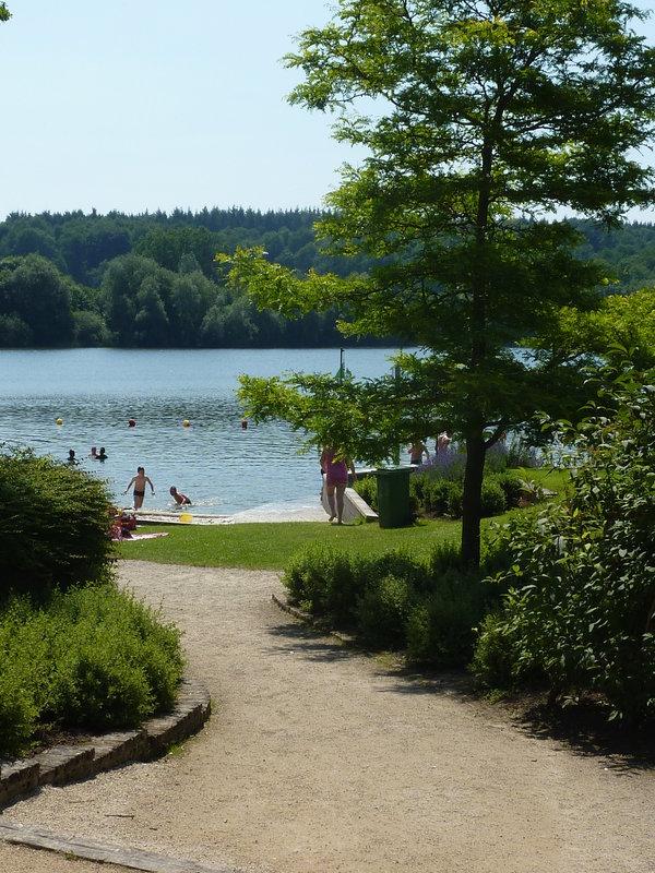 Venez prendre un bain de nature aux jardins du lac de for Piscine du lac tours tarif