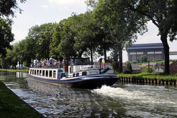 Loisirs Vivez croisière Insolite bateau, le Canal Centre historique