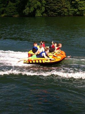 Loisirs Activités nautiques :bouée tractée, pédalo, kayak, paddle, canoë, nautique.