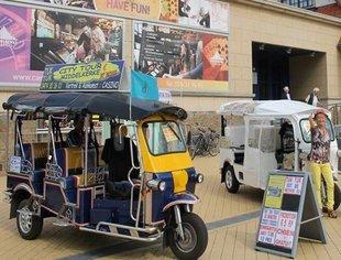 Ontspanning In echte thaise tuktuks : toeristische beelden/erfgoedroute tour Middelkerke