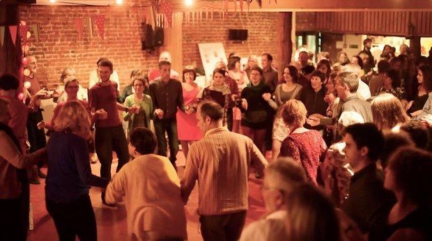 Stages,cours Cours danse folk pour adultes: débutants / intermédiaires / avancés