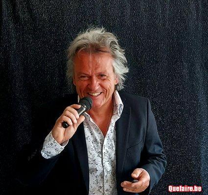 Chanteur De Varietes Crooner A Grande Voix