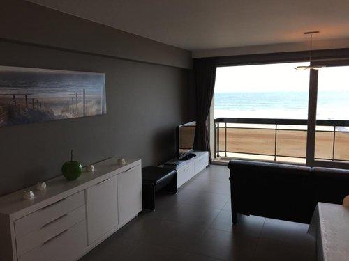 Modern appartement op de zeedijk van Westende (6...