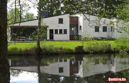 Maison de vacances avec étang de pêche et piscine...