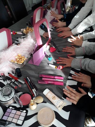 Girly Birthday-Atelier manucure et maquillage...
