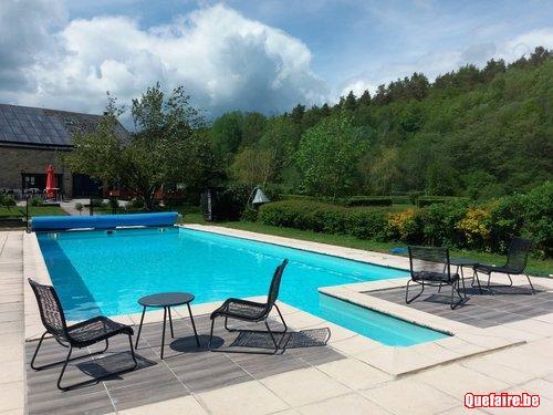 Domaine du Vieux Chateau - piscine étang chevaux