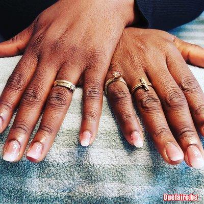 Pose de faux ongles et vernis semi permanent