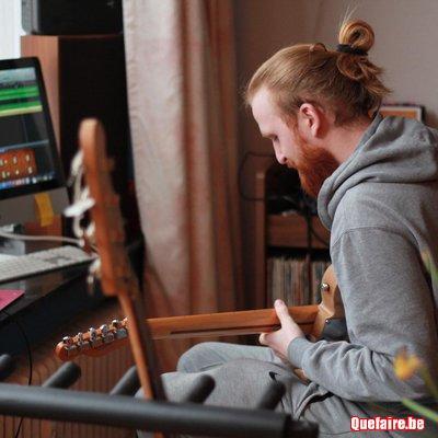Cours guitare, piano, ukulélé à...