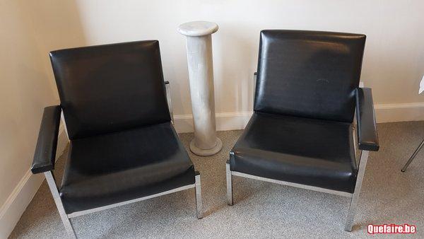 Deux fauteuils vintage similicuir noir